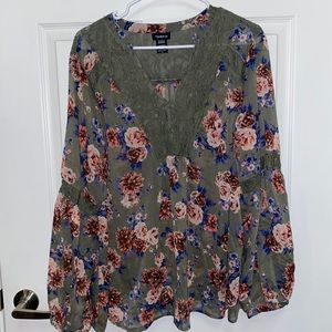 Torrid Green Floral Long Sleeve Blouse Size 2